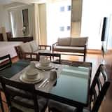 شقة مريحة - سرير ملكي - منظر للمدينة - تناول الطعام داخل الغرفة