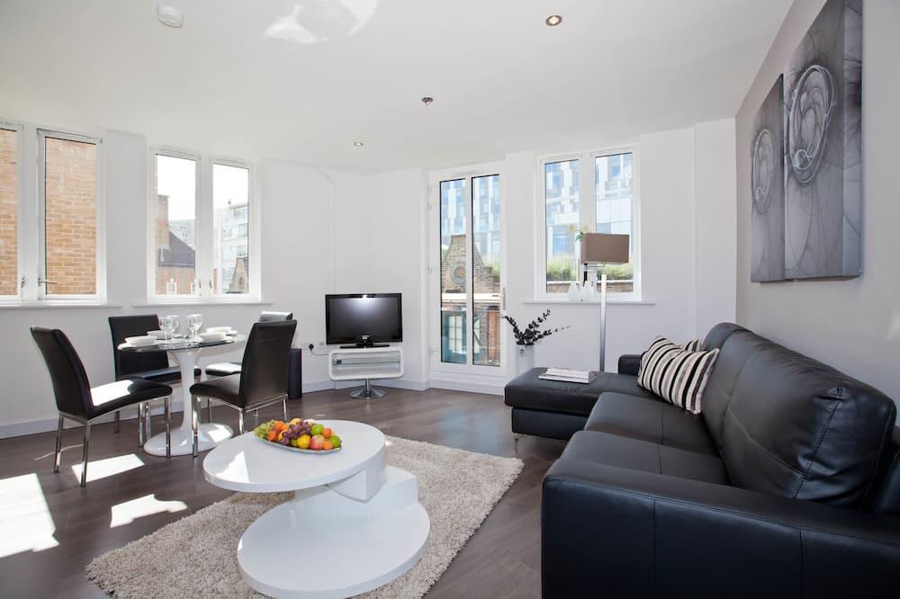 City Apartment, 2 Bedrooms, 2 Bathrooms - Living Room