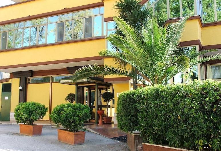 Cristal Hotel, Manocalzati, Viešbučio fasadas