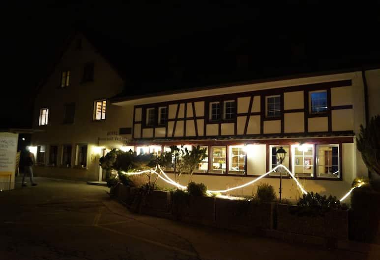 Hotel Restaurant Frieden, Lindau, Fasada hotelu — wieczorem/nocą