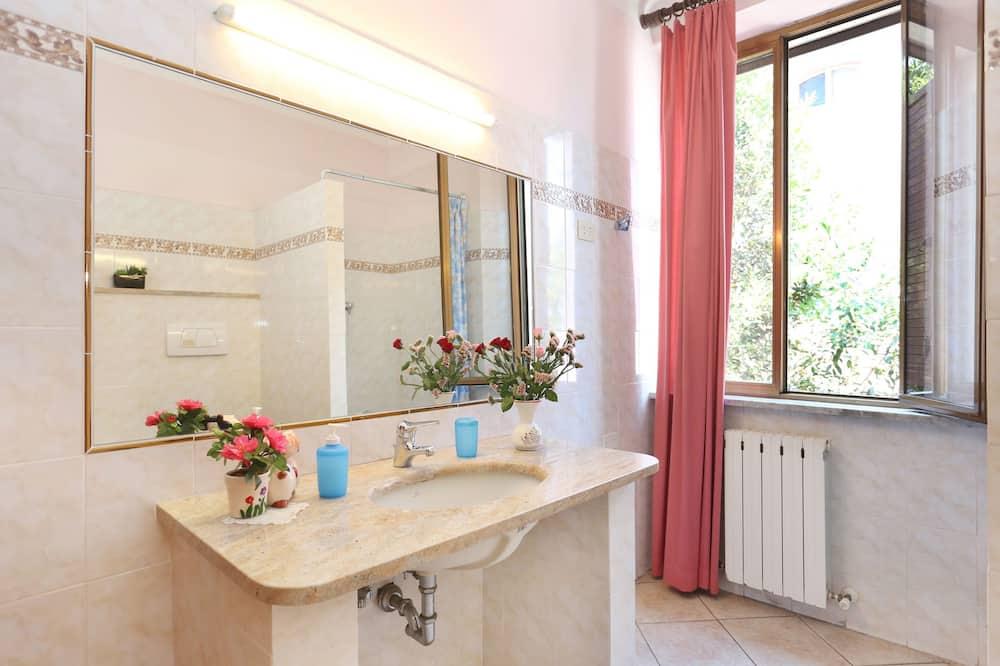 Phòng đôi, Phòng tắm dùng chung - Phòng tắm