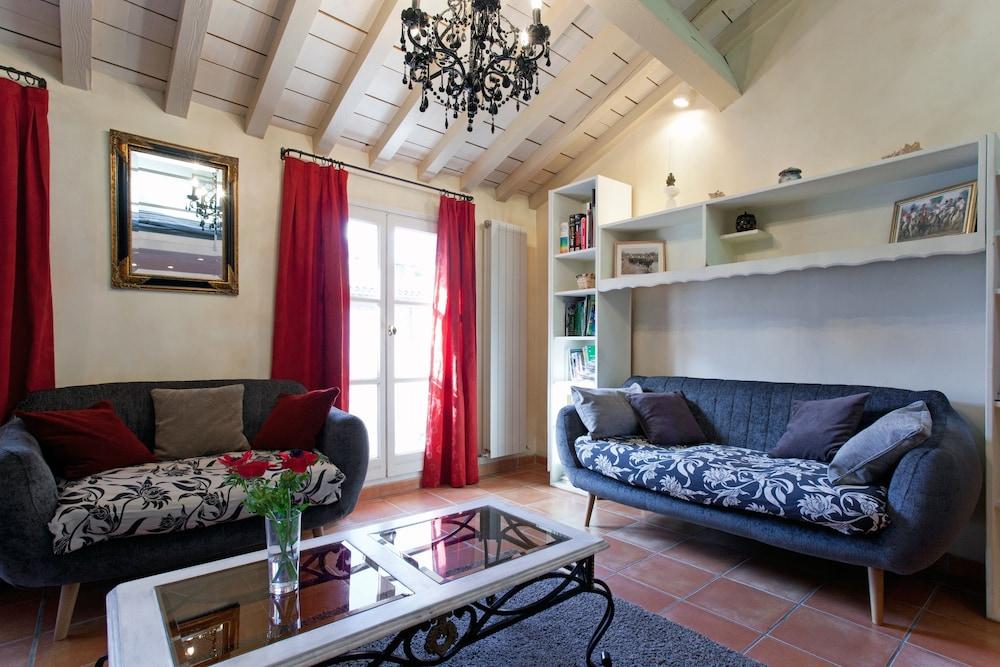 ... Liberté Large Flat, Arles, Apartment, 3 Schlafzimmer, Wohnzimmer ...