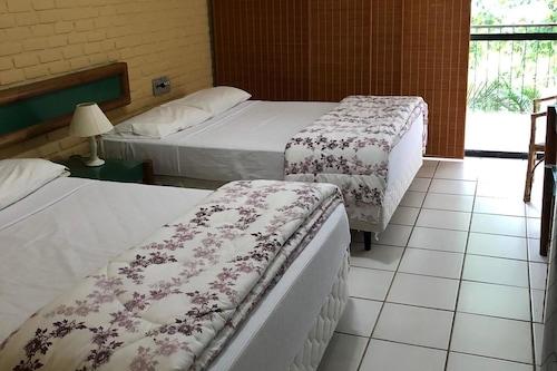 安格拉杜斯雷斯波爾托蓋洛公寓酒店/