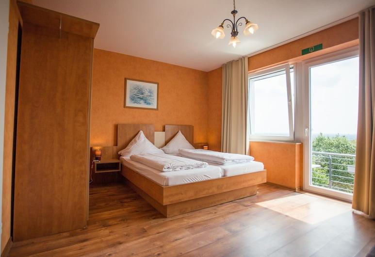 Hotel Bismarckhöhe, Tecklenburg, Standard Triple Room, Private Bathroom, Guest Room