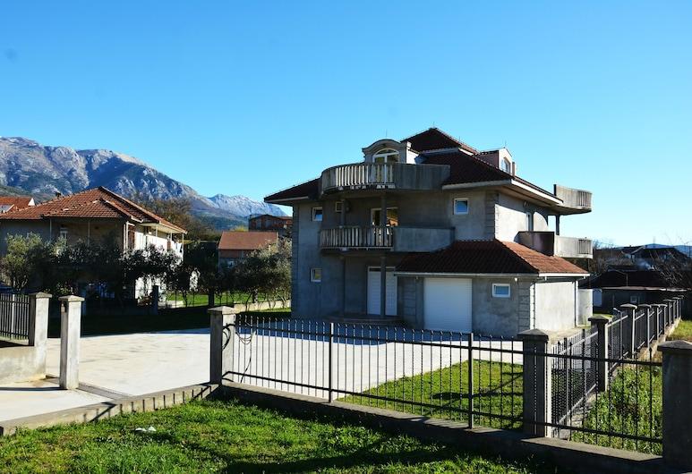 Villa Quince, Tivat, Luxury Apartment, 4 Bedrooms, Hot Tub, Sea View, Room