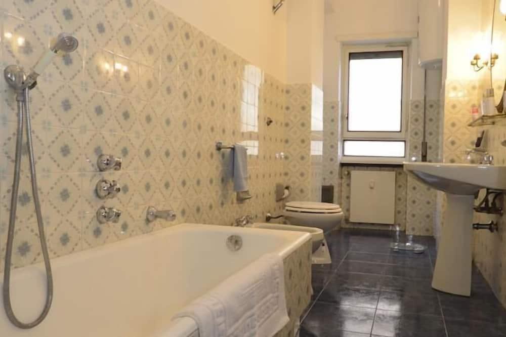Dvojlôžková izba typu Classic, spoločná kúpeľňa - Kúpeľňa