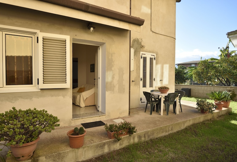 House With Garden and Barbecue 1 km From the Sea, 2 Bedrooms, Lotzorai, Terrace/Patio
