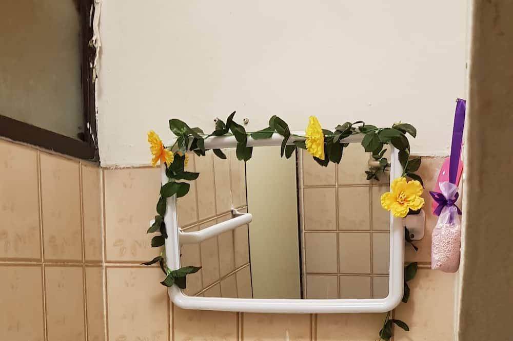 Standard Triple Room with Air-Condition (B4) - Sink Bilik Mandi
