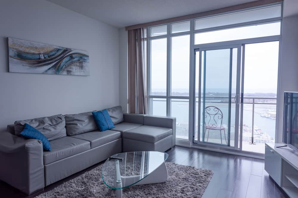 Luxury Condo, 2 Bedrooms, Pool Access, Lake View - Living Room