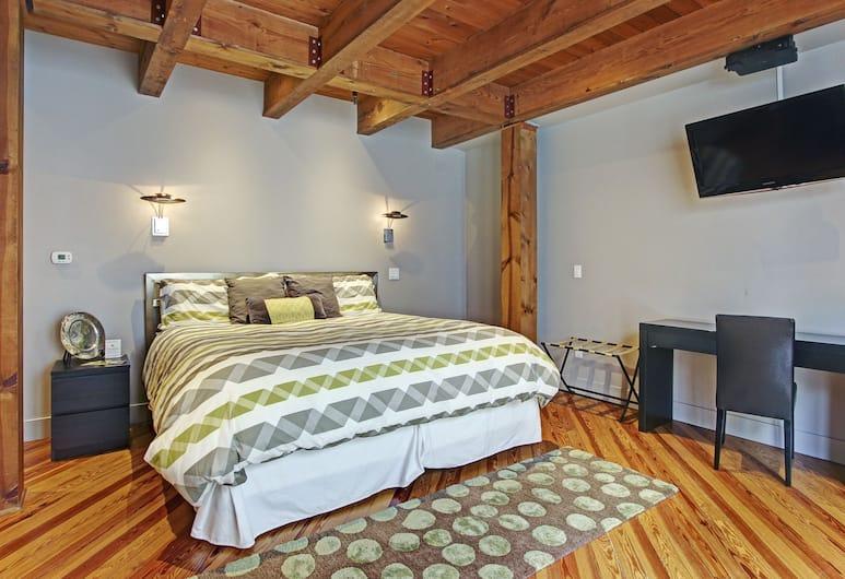 Bella Vita Suites, Saugatuck, Studio Suite, 1 King Bed, Kitchenette, Guest Room