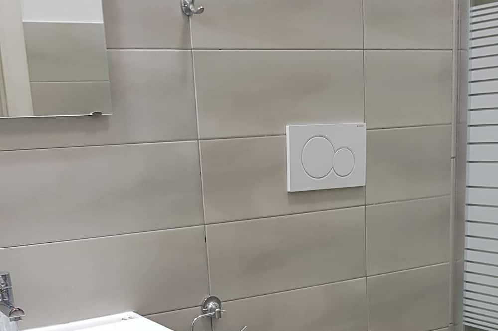 Economy Üç Kişilik Oda, Banyolu/Duşlu - Banyo