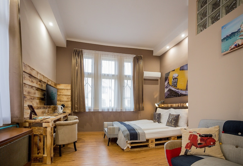 Hotel Carpe Diem, Siofok, Superior - kolmen hengen huone, Vierashuone