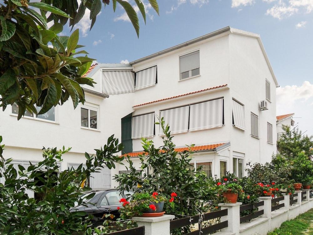 Bright Studio On The Dalmatian Coast With Terrace Garden And Sea View 900 M