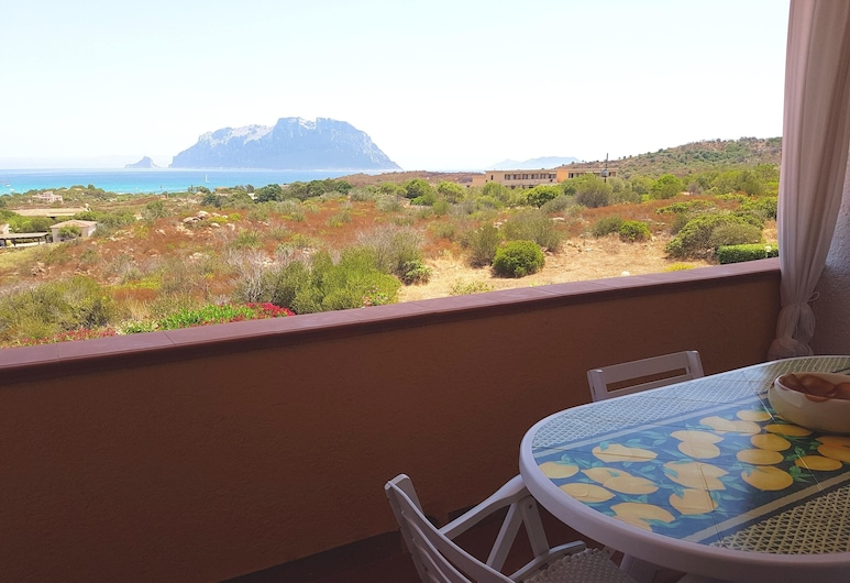 Apartment With one Bedroom in Olbia, With Wonderful sea View and Enclosed Garden - 300 m From the Beach, Olbia