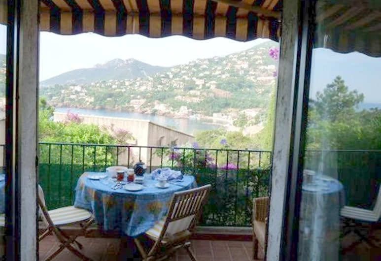 Studio in Théoule-sur-mer, With Wonderful sea View, Furnished Terrace and Wifi - 400 km From the Beach, Theoule-sur-Mer