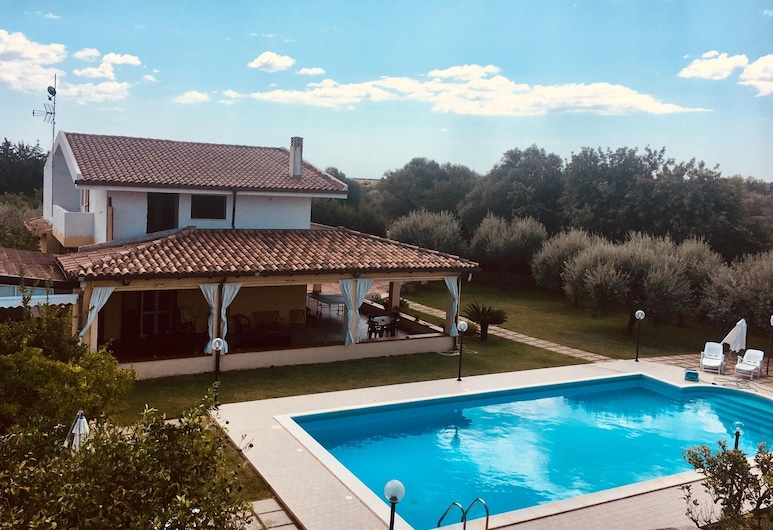 Villa With 3 Bedrooms in Floridia, With Wonderful Mountain View, Private Pool, Enclosed Garden - 20 km From the Beach, Floridia, Pool