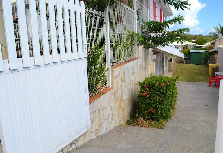 Apartment With 2 Bedrooms in Le Diamant, With Enclosed Garden and Wifi, Le Diamant, Entrada de la propiedad