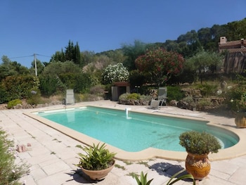 Picture of Studio in Pierrefeu-du-var, With Wonderful Mountain View, Pool Access, Enclosed Garden - 19 km From the Beach in Pierrefeu-du-Var