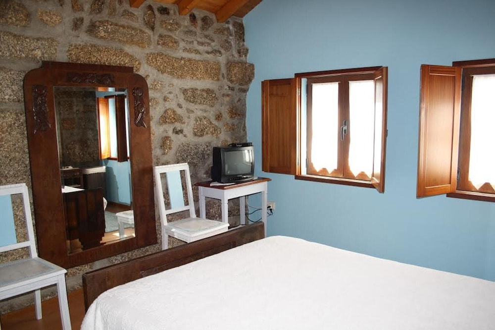 House With 4 Rooms In Cota, With Furnished Terrace, Viseu, Quarto