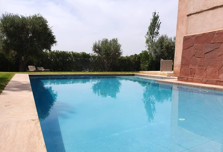 Villa With 3 Bedrooms in Marrakech, With Wonderful Mountain View, Private Pool and Enclosed Garden - 40 km From the Slopes, Oulad Hassoune, Bazén