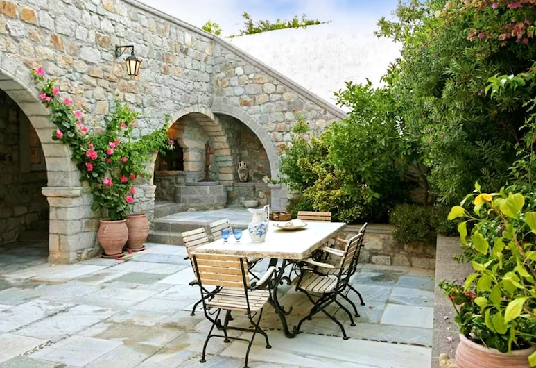 House With 4 Bedrooms in Patmos, With Wonderful sea View, Terrace and Wifi - 1 km From the Beach, Patmos, Teres/Laman Dalam