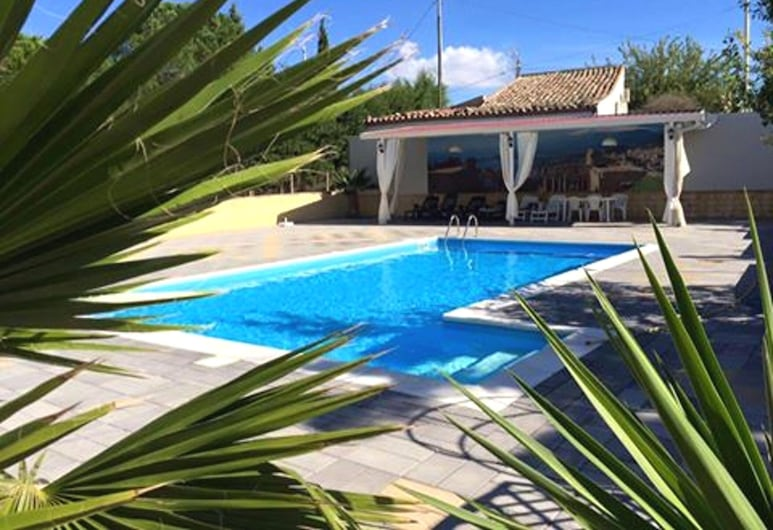 Villa With 7 Bedrooms in Enna, With Wonderful Lake View, Private Pool, Enclosed Garden - 78 km From the Beach, Enna, Pool