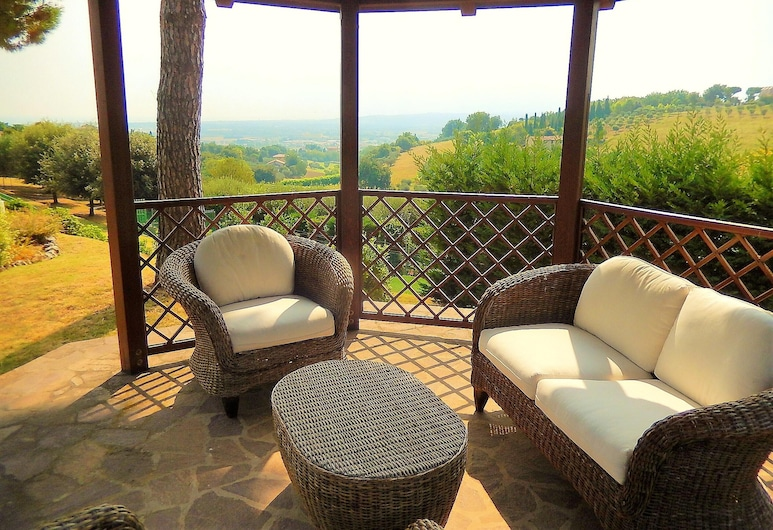 Villa With 4 Bedrooms in Centinarola, With Wonderful sea View, Private Pool, Enclosed Garden - 3 km From the Beach, Fano, Terrasse/Patio