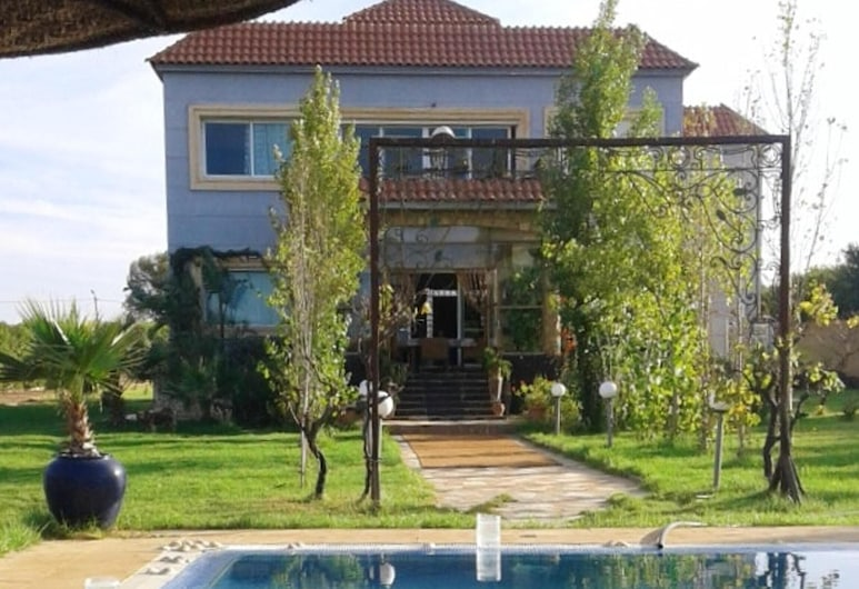 Villa With 3 Bedrooms in Laghnimyene, With Private Pool and Furnished Garden - 45 km From the Beach, Laghnimyene, Πισίνα