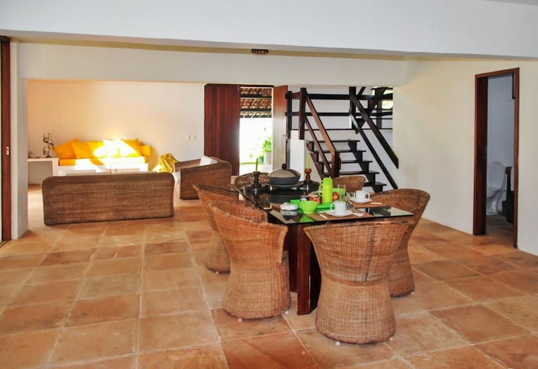 Villa With 4 Bedrooms in Cumbuco, With Wonderful sea View, Private Pool, Furnished Garden, Caucaia, Essbereich im Zimmer