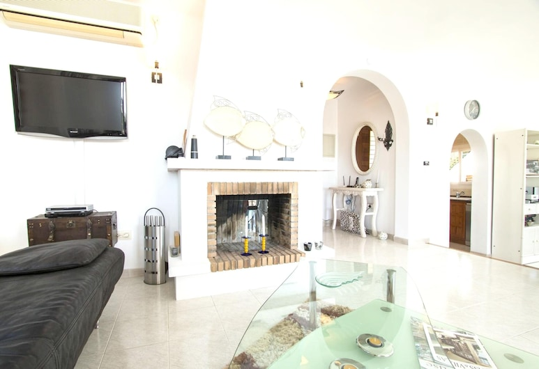 House With 3 Bedrooms in Teulada, With Wonderful sea View, Private Pool, Enclosed Garden - 1 km From the Beach, Teulada, Stofa