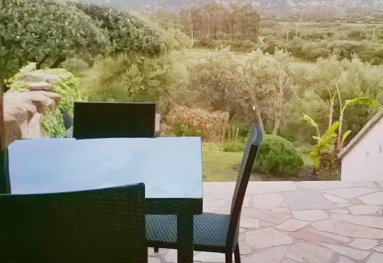 Apartment With 2 Bedrooms in Olbia, With Wonderful sea View, Enclosed Garden and Wifi - 6 km From the Beach, Olbia, Терраса/ патио