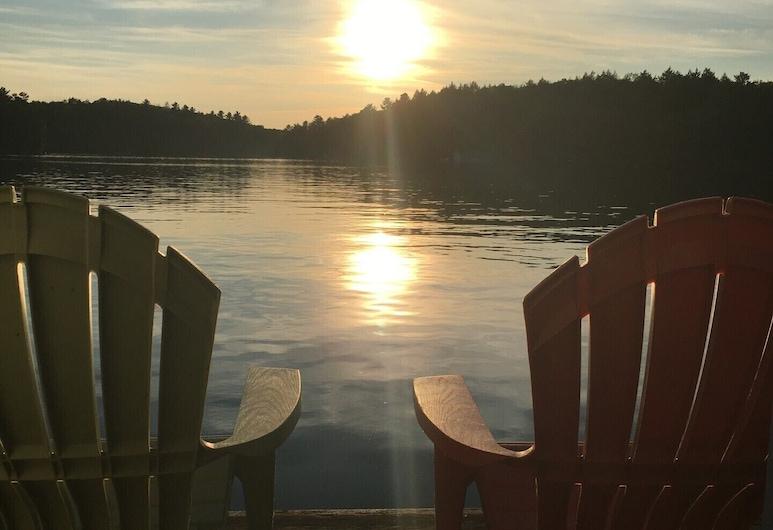 Nyrenoveret, moderniseret, Water's Edge Cottage., Muskoka Lakes, Altan