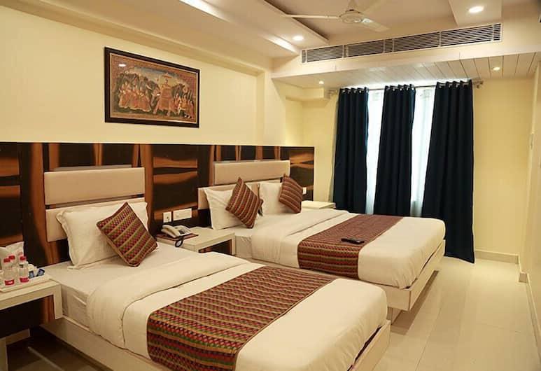 Hotel Shanti Plaza, Нью-Дели, Семейный номер, 2 спальни, для некурящих, холодильник, Номер