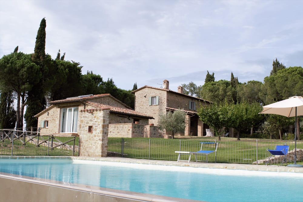 Spacious Villa With Swimming Pool in Stunning Scenery and Picturesque Villages