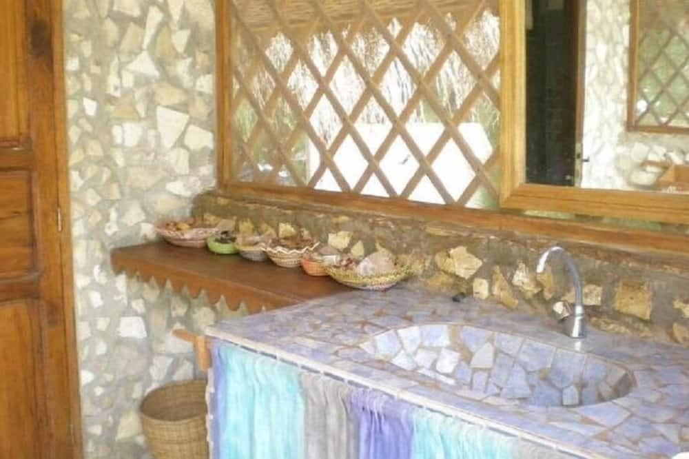 אוהל - חדר רחצה