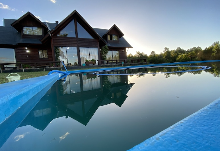 Pucon Chile, Los Arrayanes Park & Events Room. Large Chalet for 15 Countries, Villarrica, Pool