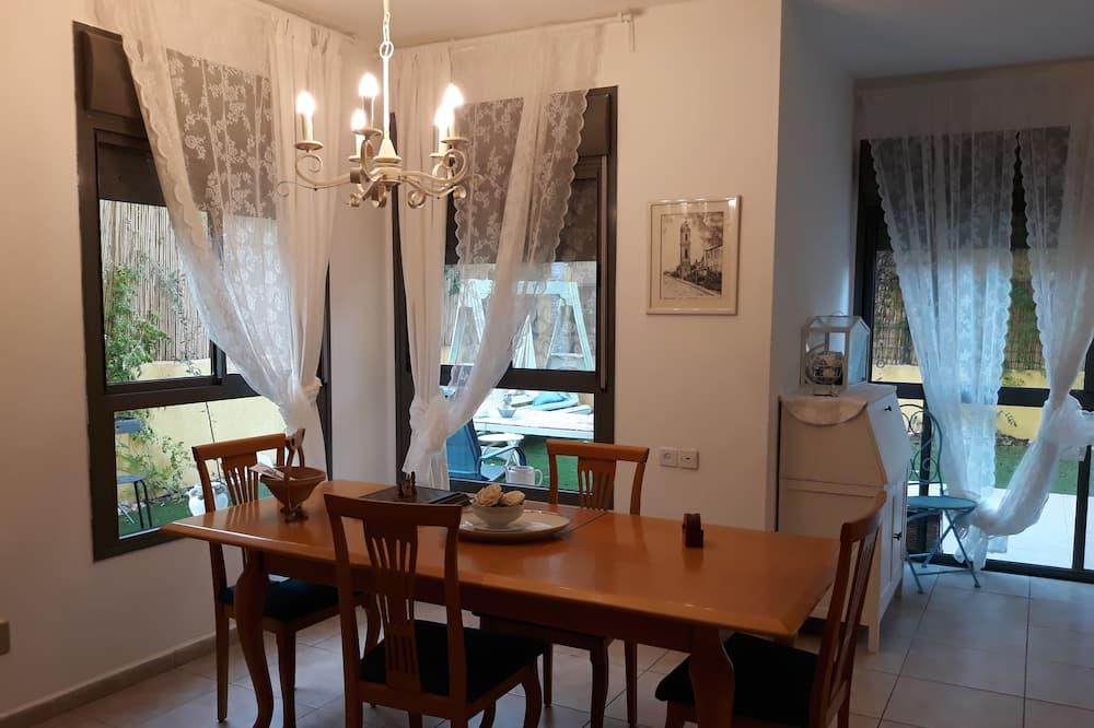 Studio (Basement) - In-Room Dining