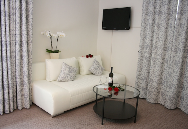 جاستهاوس جرول, جوسلار, غرفة ثلاثية, منطقة المعيشة