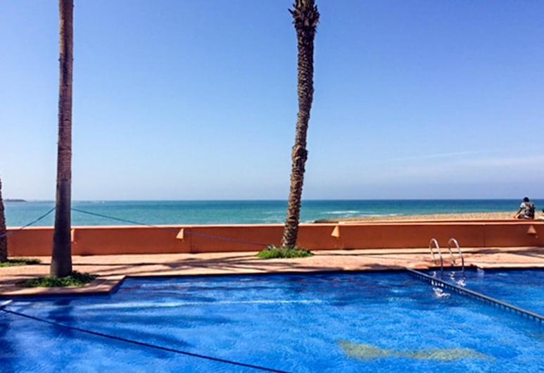 布茲尼蓋精彩海景 2 房公寓 - 附共享游泳池及設備完善陽台 - 離海灘 20 公尺, 切拉特, 客房