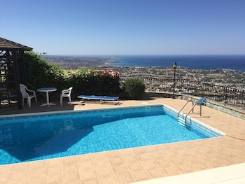 Picture of Villa With 3 Bedrooms in Peyia, With Wonderful sea View, Private Pool, Furnished Garden - 4 km From the Beach in Pegeia