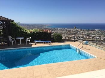 Φωτογραφία του Villa With 3 Bedrooms in Peyia, With Wonderful sea View, Private Pool, Furnished Garden - 4 km From the Beach, Πέγεια