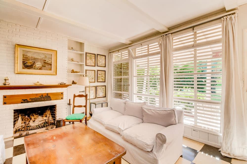 House, Multiple Beds (Cómoda casa familiar a 15 minutos de ) - Living Room