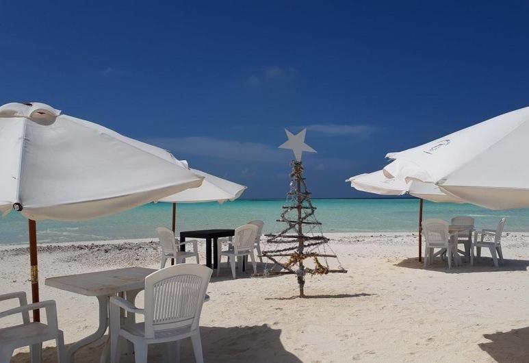 Hudhu Raakani Lodge, Thinadhoo, Beach