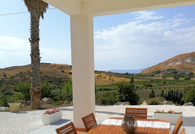 Apartment With one Bedroom in Montallegro, With Wonderful sea View and Furnished Garden - 2 km From the Beach, Montallegro, Terrace/Patio