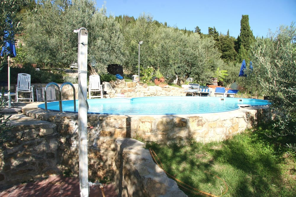 Apartment With one Bedroom in Calenzano, With Wonderful City View, Shared Pool, Enclosed Garden
