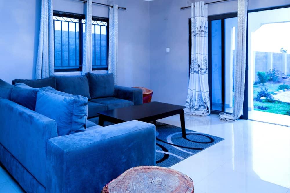 דירה אקסקלוסיבית, 3 חדרי שינה, ללא עישון, בריכה פרטית - אזור מגורים