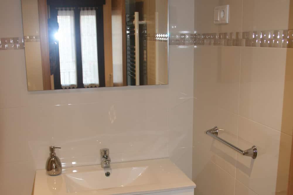Comfort Twin Room (Room 2) - Bathroom