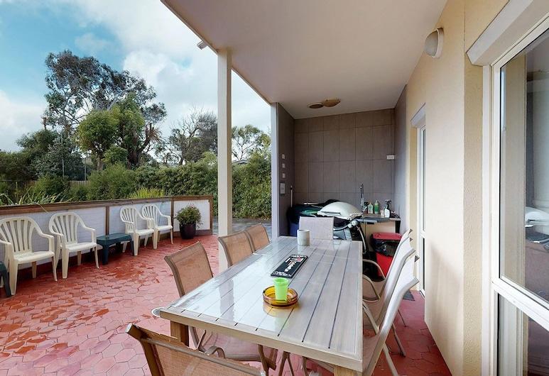 Austral Place 88 via Merri River, Dennington, Udvar