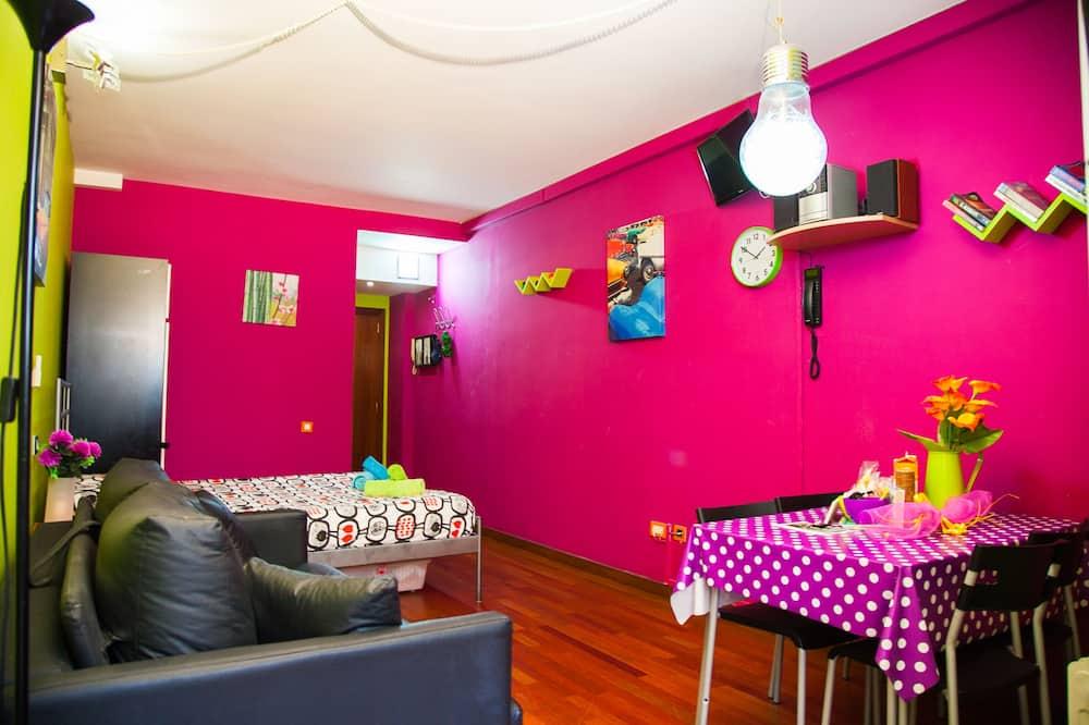 Comfort Studio, 1 Bedroom, Patio - Living Room