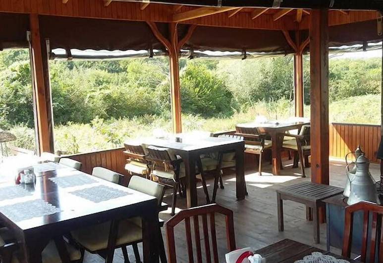 Kerpe Diem Butik Otel, Kandira, Restaurante al aire libre